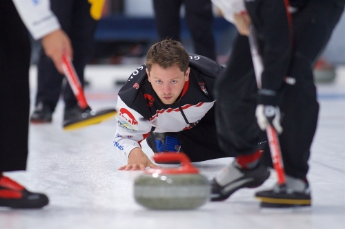 JASON GUNNLAUGSON WINS MOTHER CLUB FALL CURLING CLASSIC