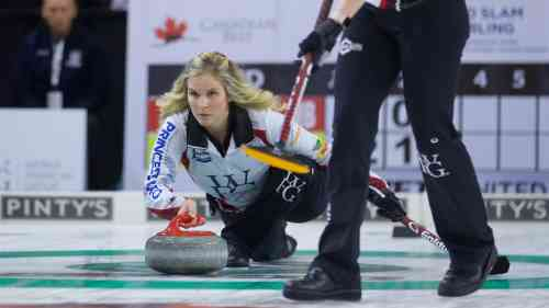 Jennifer Jones wins Home Hardware Canada Cup of Curling